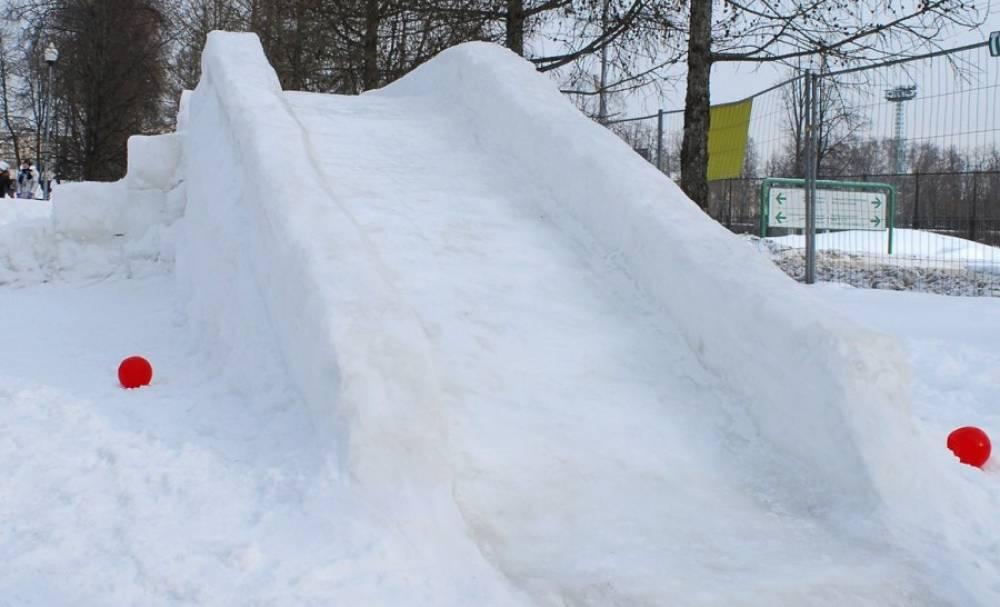 Габариты и конструкция горки из снега для детей