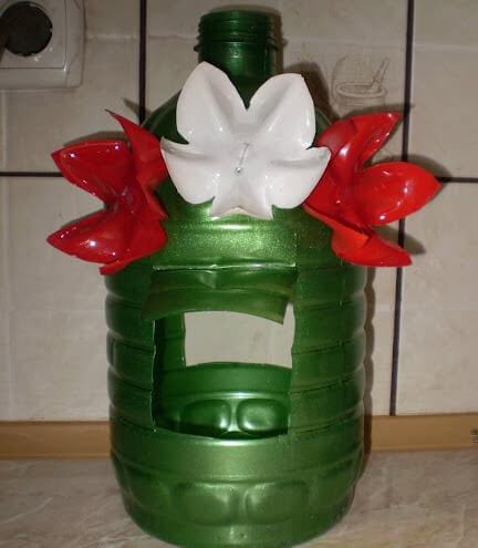 Вариант подвесной кормушки из пластиковой бутылки