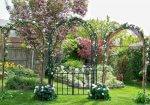 Разновидности садовых арок, способы их оформления и создания своими руками