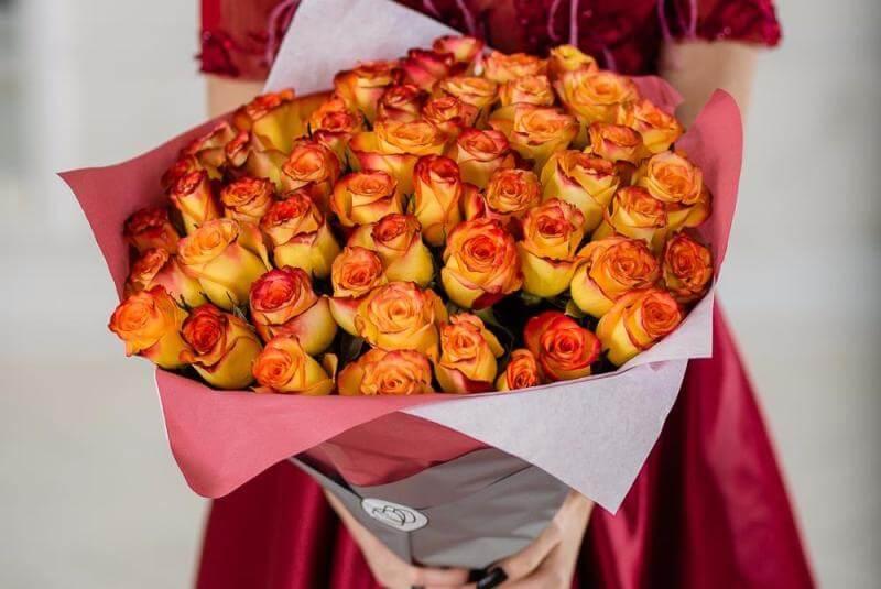 Как правильно срезать розы для букета
